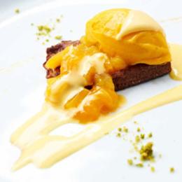 Torrija de pan de especias, compota de mango y natillas de Gordon Xmas