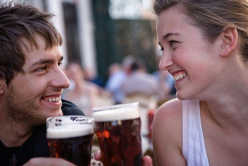 5 razones para compartir una cerveza en pareja