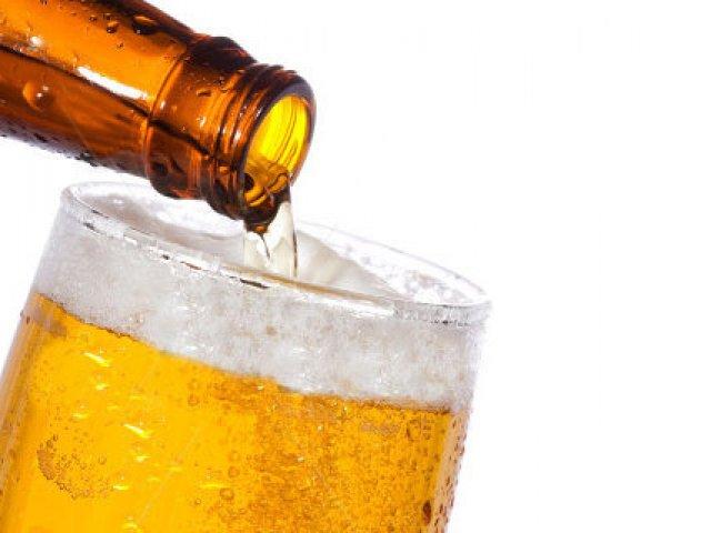 Sepa cómo es la forma correcta de servir cerveza